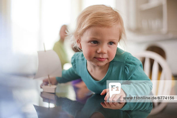 Spielzeug  Boot  jung  Mädchen  spielen