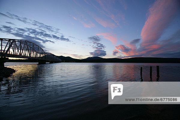 Wolke  Sonnenuntergang  über  See  pink  Yukon
