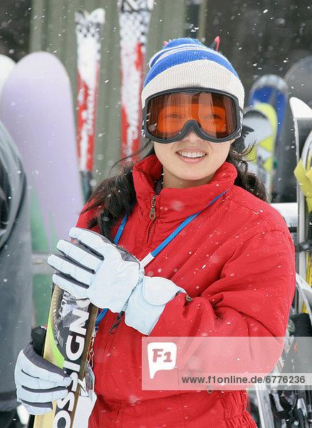 stehend Portrait Frau Ski Kleidung