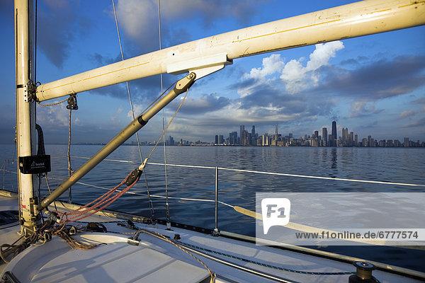 Vereinigte Staaten von Amerika  USA  Skyline  Skylines  Großstadt  See  Yacht  Chicago  Illinois  Michigan