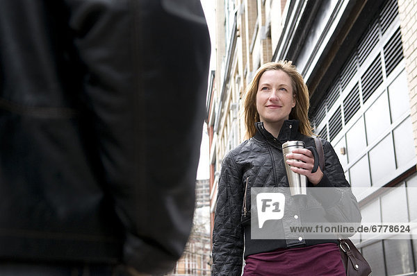 Frau  Mann  gehen  Produktion  Kaffee  berühren  British Columbia  Vancouver