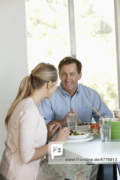 reifer Erwachsene  reife Erwachsene  Gericht  Mahlzeit  essen  essend  isst
