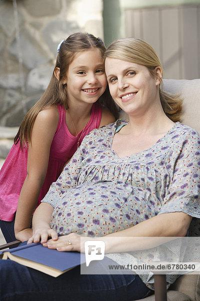 Portrait  Schwangerschaft  Tochter  5-9 Jahre  5 bis 9 Jahre  Mutter - Mensch