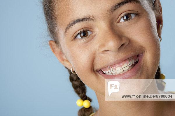 Portrait  lachen  Studioaufnahme  10-11 Jahre  10 bis 11 Jahre  Mädchen