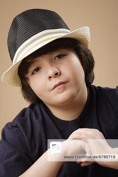 Portrait  Junge - Person  Hut  Kleidung  Studioaufnahme  10-11 Jahre  10 bis 11 Jahre