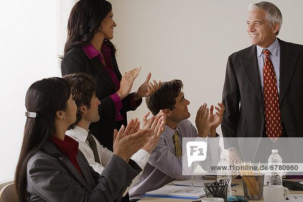 Mensch  Menschen  klatschen  Geschäftsbesprechung  Besuch  Treffen  trifft  Business