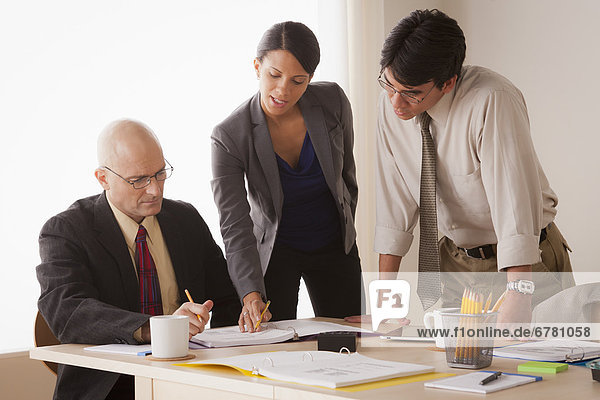 Mensch  Diskussion  Menschen  Geschäftsbesprechung  Besuch  Treffen  trifft  Business