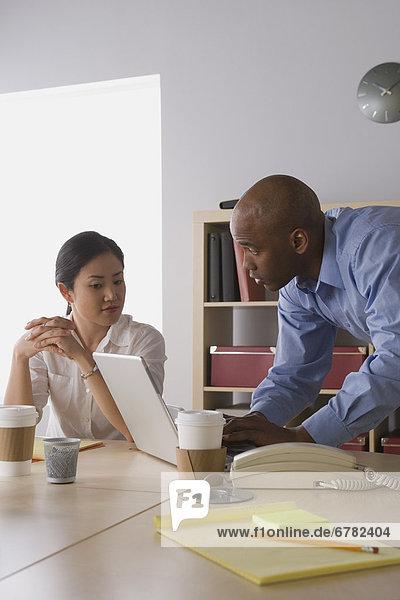 Mensch  zwei Personen  Büro  Menschen  arbeiten  2  Business