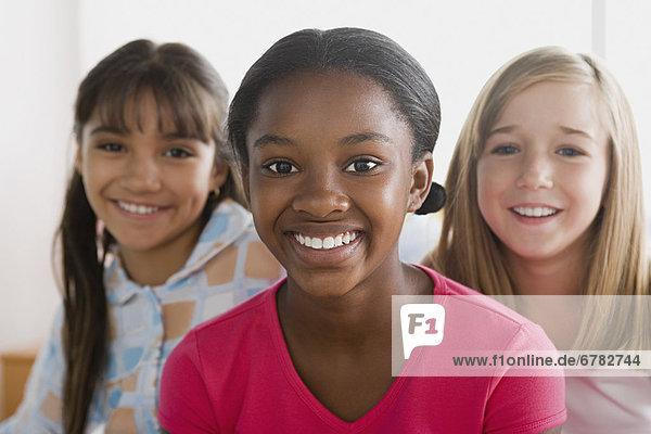 Portrait  lächeln  3  Mädchen  10-11 Jahre  10 bis 11 Jahre