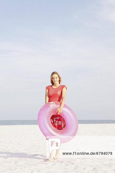 Jugendlicher , Strand , halten , aufblasen , Mädchen , klingeln