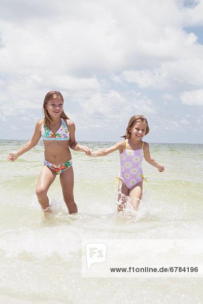 rennen  Ozean  Mädchen