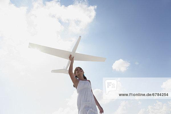 Flugzeug  fliegen  fliegt  fliegend  Flug  Flüge  Modell  Mädchen