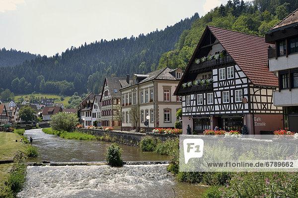 Europa Gebäude Fluss Fassade Hausfassade Baden-Württemberg Schwarzwald Deutschland Hälfte Schiltach