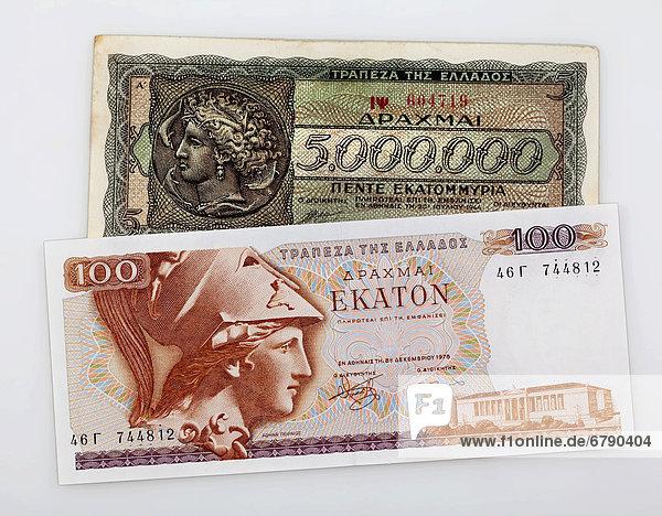 Verschiedene  historische Banknoten aus Griechenland  100 Drachmen von 1978 und Inflationsgeld von 1944  fünf Millionen Drachmenschein