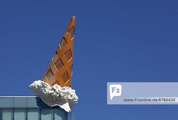 Deutschland, Dropped Cone vom Pop-Art Künstler Claes Oldenburg ...