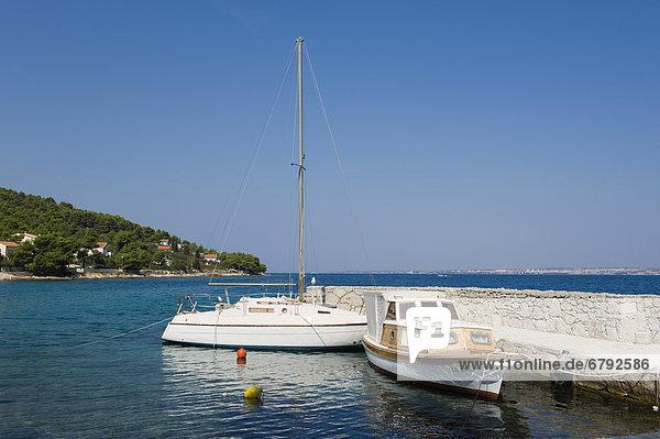Boote vor Punta Zelena bei Kukljica  Insel Ugljan  Adria  Zadar  Dalmatien  Kroatien  Europa