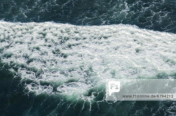 Sich brechende Welle an der Küste  Luftaufnahme  Tansania  Afrika