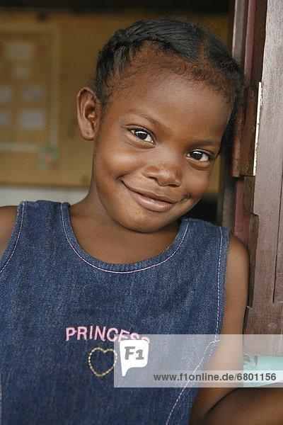 Portrait  lächeln  Blick in die Kamera  Mädchen  Nicaragua