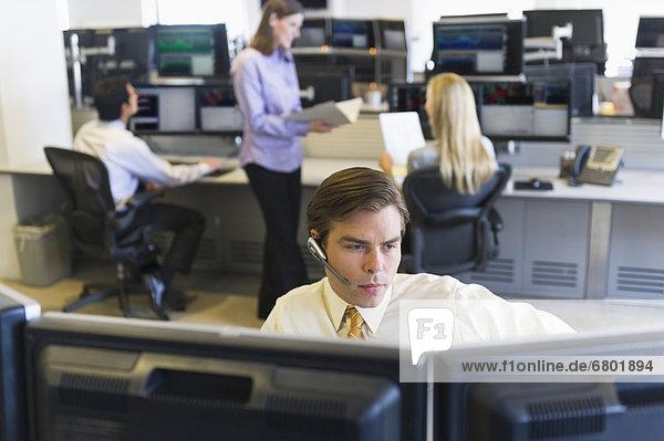 Schreibtisch  Händler  handeln