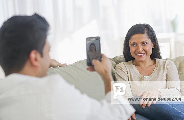Frau  Mann  fotografieren  Smartphone