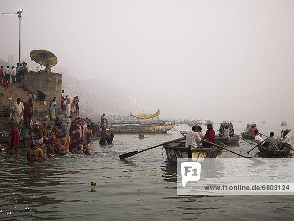 Mensch  Menschen  Reise  baden  Boot  Fluss  Indien  Varanasi