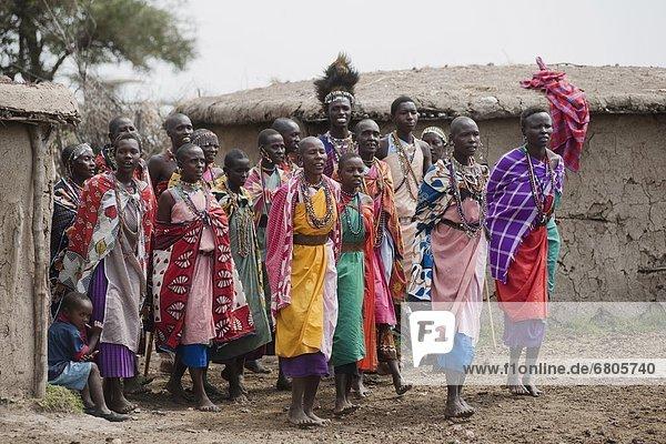 Mensch  Menschen  Menschengruppe  Menschengruppen  Gruppe  Gruppen  Dorf  Afrika  Kenia