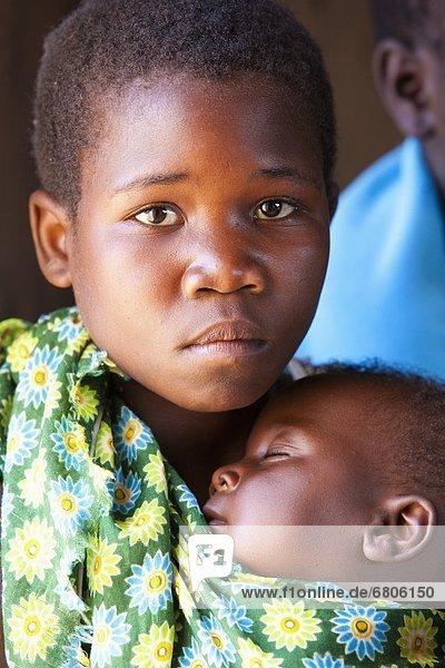 tragen  Mädchen  Afrika  Baby  Mosambik  Tragetuch