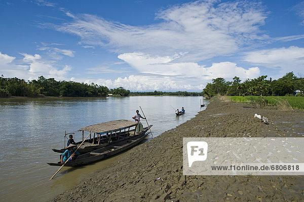 nahe  Ländliches Motiv  ländliche Motive  Mensch  Menschen  Ecke  Ecken  Boot  Fluss  vorwärts  Zimmer  Bangladesh