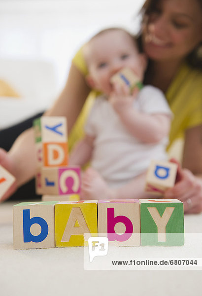 Tochter  Mutter - Mensch  Baby  spielen