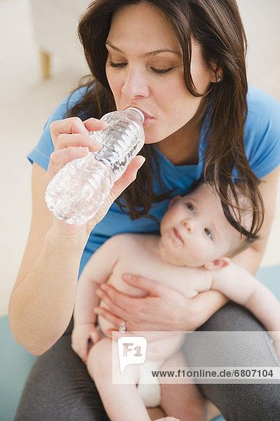 Wasser  trinken  Tochter  Mutter - Mensch  Baby