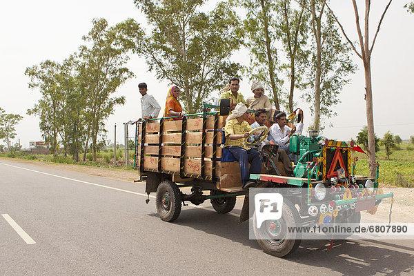 Mensch  Menschen  tragen  Fernverkehrsstraße  Reise  Lastkraftwagen