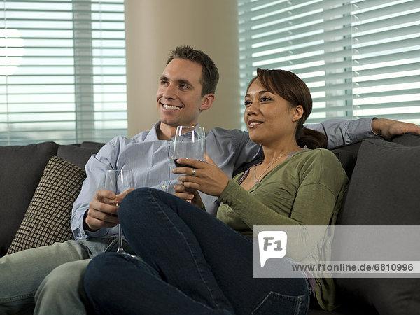 Interior  zu Hause  Fröhlichkeit  Wein  jung