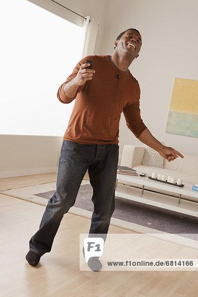 Interior  zu Hause  Mann  tanzen  Mittelpunkt  Erwachsener
