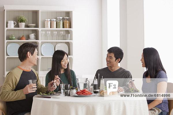 Zusammenhalt  Fröhlichkeit  Gericht  Mahlzeit