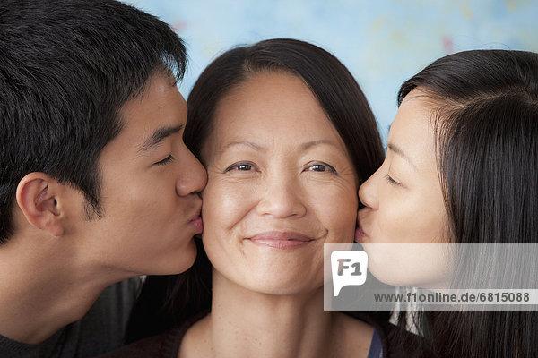lächeln  küssen  Mutter - Mensch