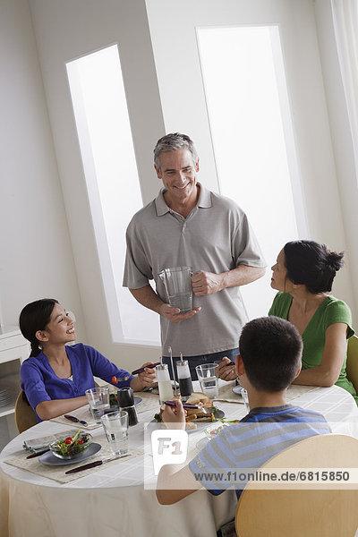 Familie dem Frühstück zusammen