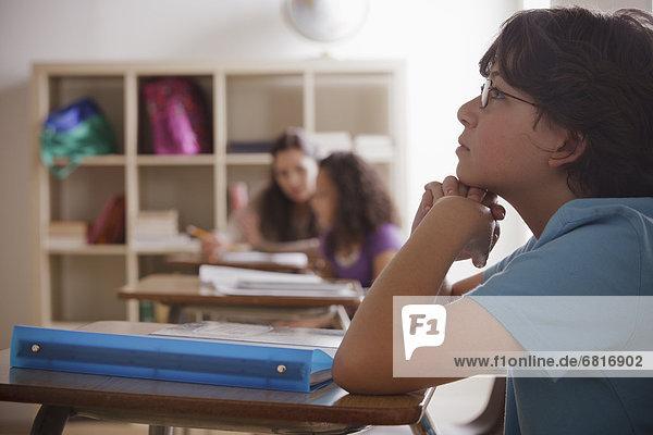 Portrait  Nachdenklichkeit  Grundschüler  10-11 Jahre  10 bis 11 Jahre