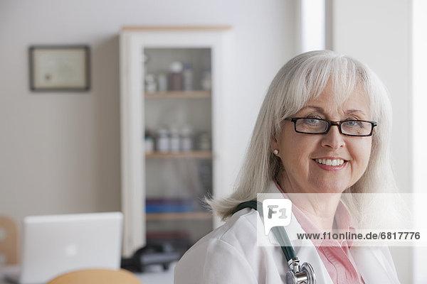 Senior  Senioren  Portrait  Arzt
