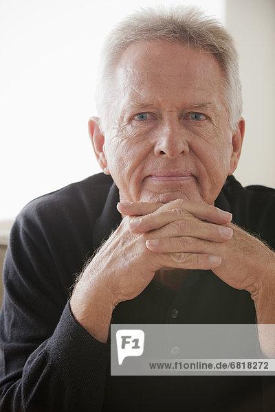 Senior  Senioren  Portrait  Mann  Nachdenklichkeit