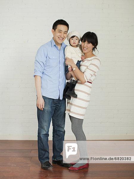 Portrait  Menschliche Eltern  jung  Mädchen  Baby