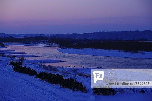 Morgen  über  Fluss  früh  Hokkaido  Japan  Tokachi  Dämmerung