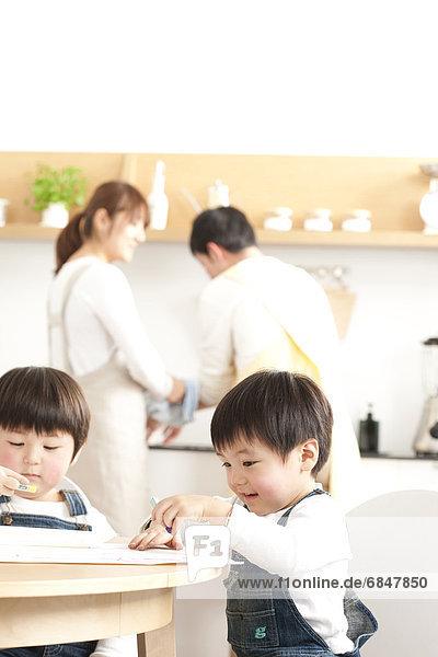 Bruder  waschen  Menschliche Eltern  Zeichnung  Essgeschirr