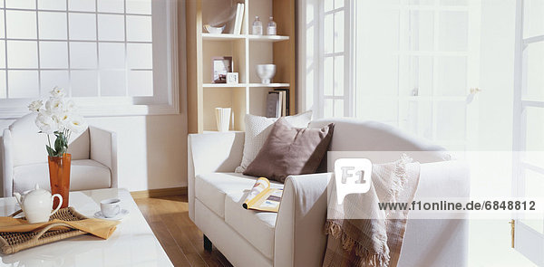 Couch Zimmer Sonnenlicht Kaffee Tisch