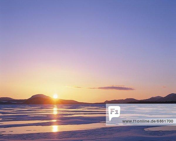 Winter  über  aufwärts  See  gefroren  Hokkaido  Japan  Kussharo  Sonne