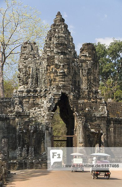 South Gate  Angkor Thom  Angkor Archaeological Park  UNESCO World Heritage Site  Siem Reap  Cambodia  Indochina  Southeast Asia  Asia