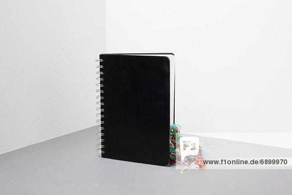 Notizbuch mit Streamer im Inneren