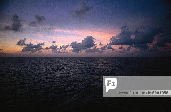 Wasser , Wolke , Sonnenuntergang , über