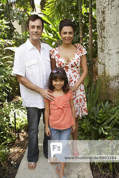 Eltern und Tochter Seite an Seite