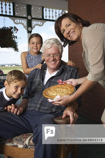 Großeltern Enkelkind Vordach
