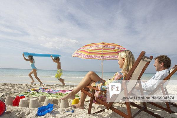sehen Strand Menschliche Eltern Spiel